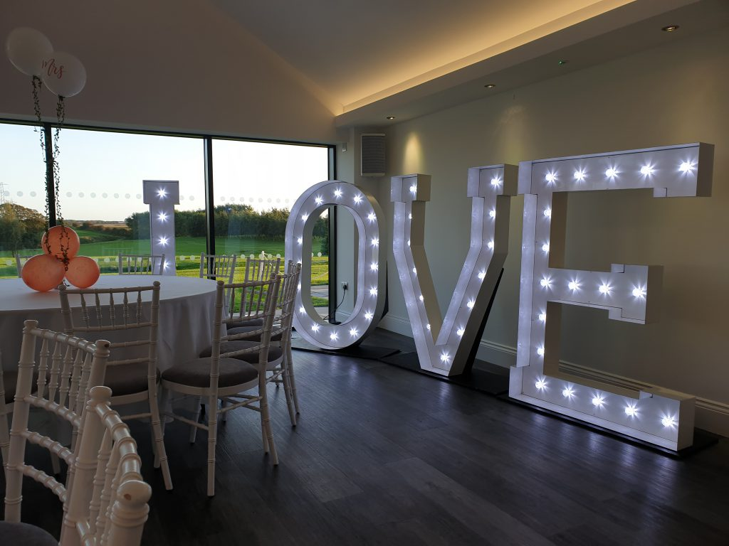 giant LOVE letters hire