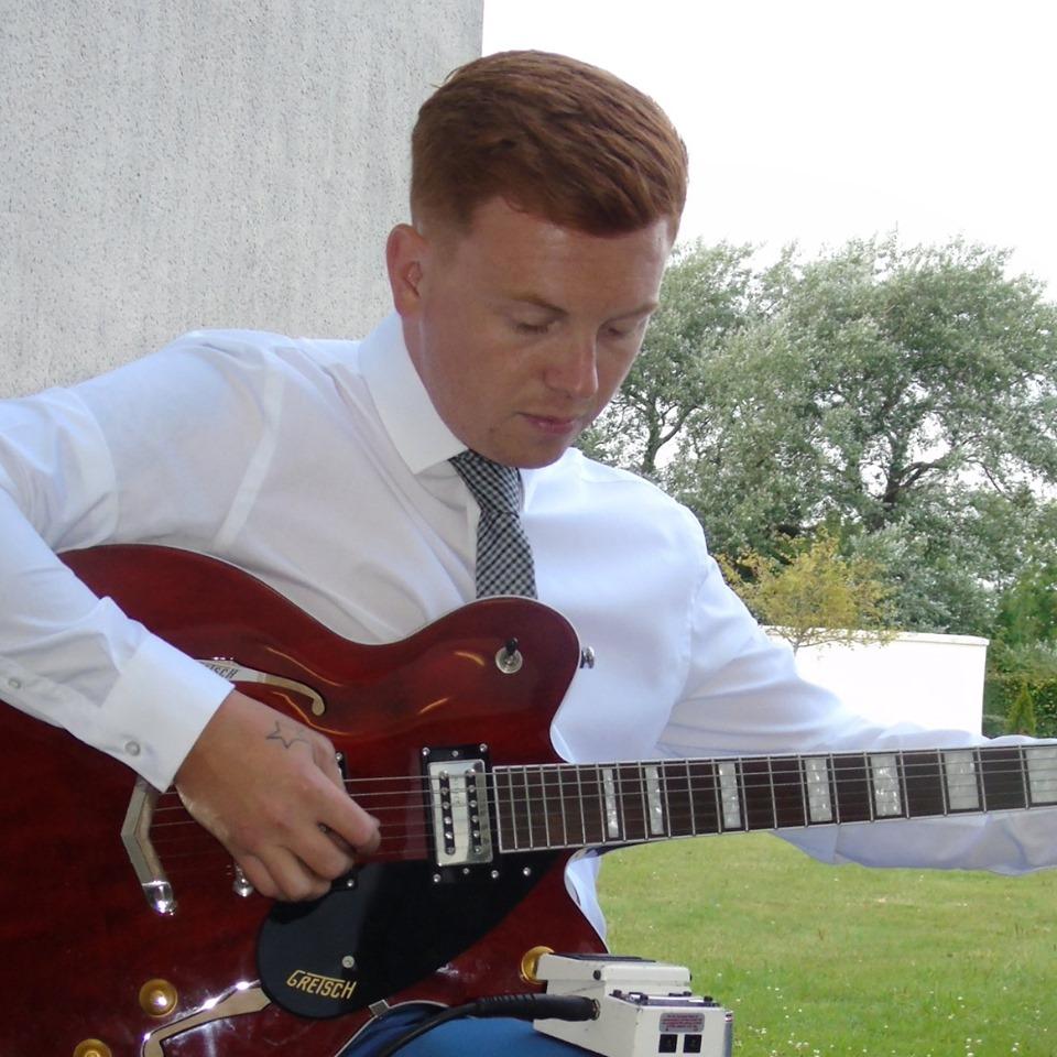elliot acoustic guitarist